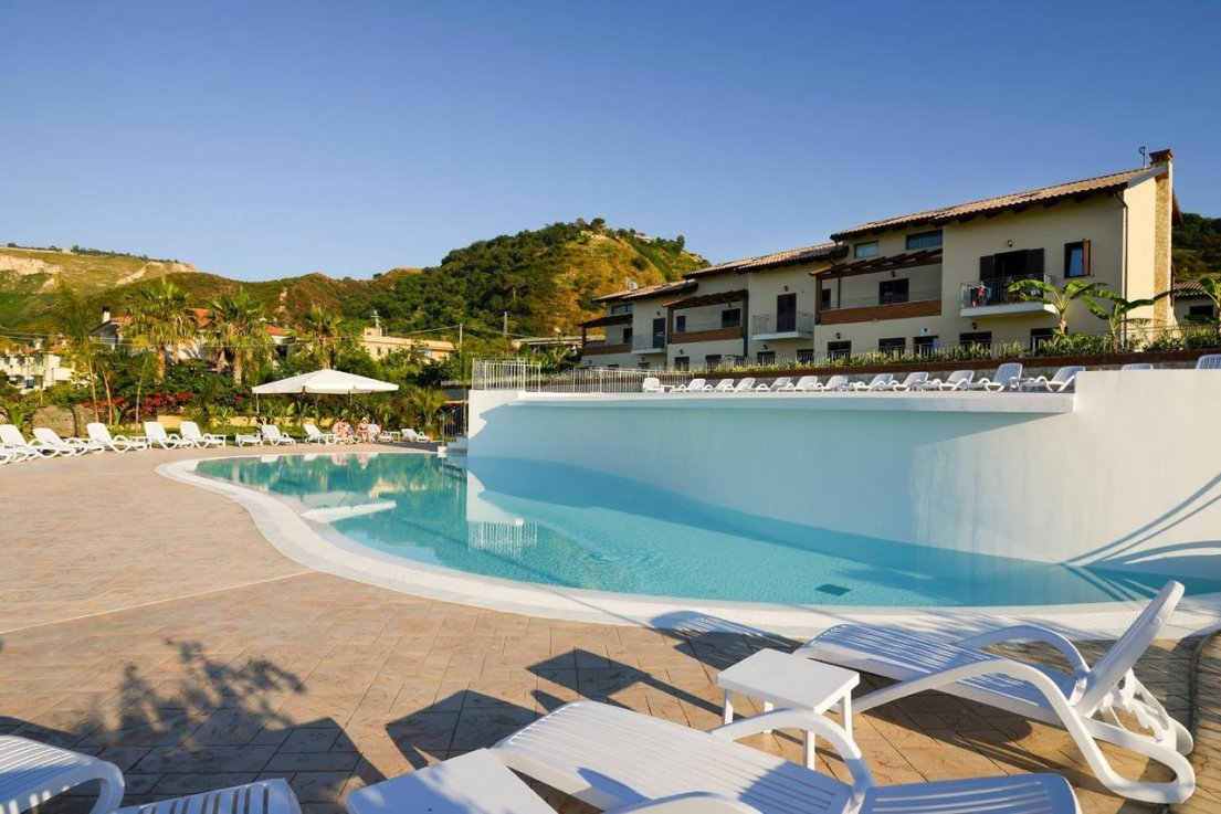 бассейн отеля Cooee Michelizia Tropea Resort