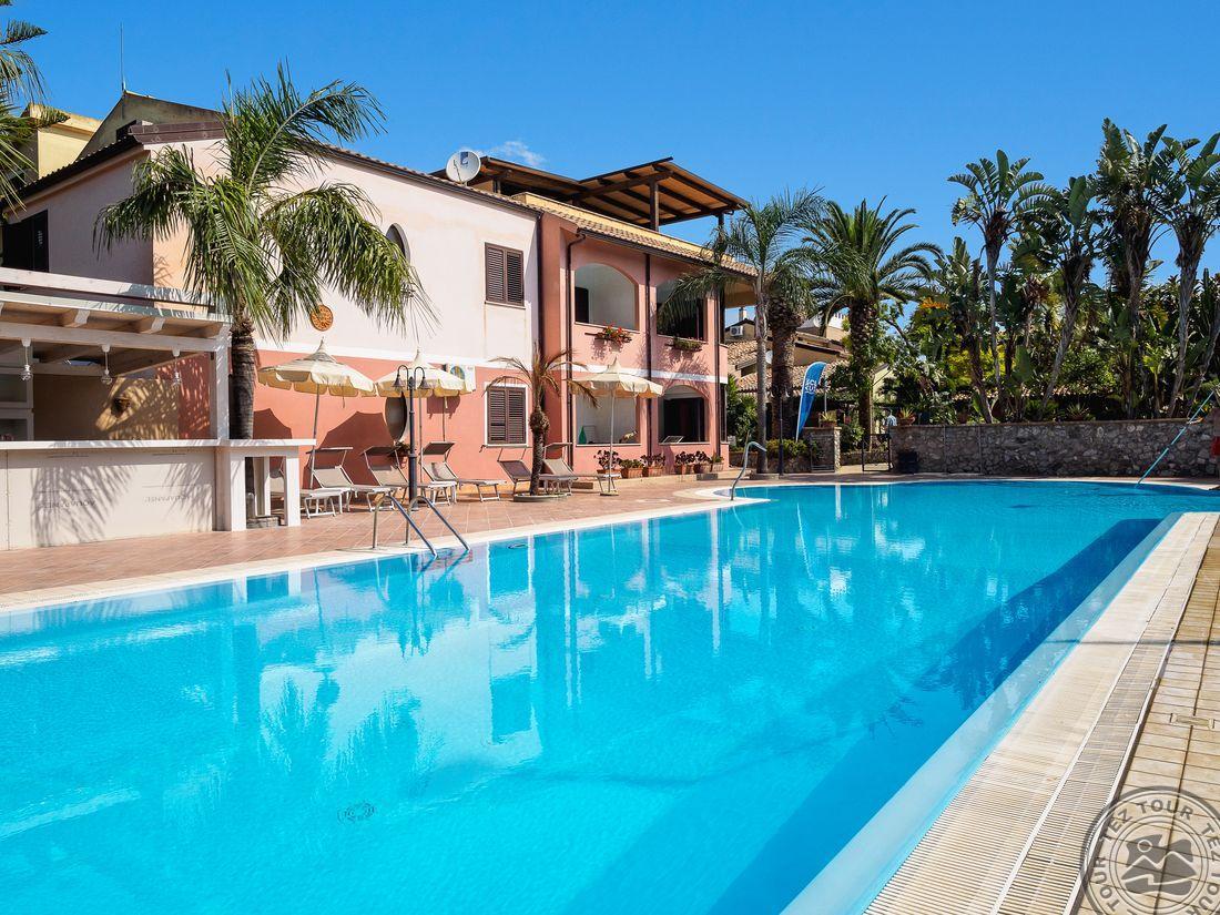 бассейн отеля Villaggio Club Costa degli Dei