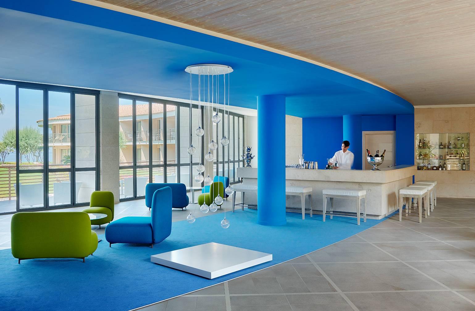 лобби бар отеля Capovaticano Resort Thalasso & Spa