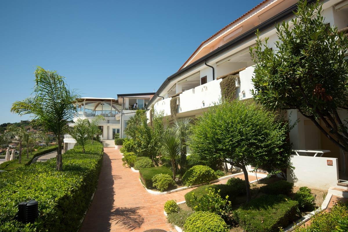 территория отеля Scoglio Della Galea