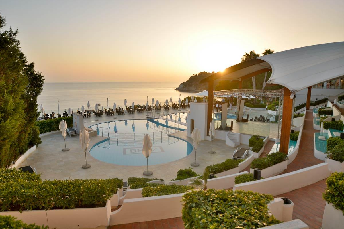 бассейн отеля Scoglio Della Galea