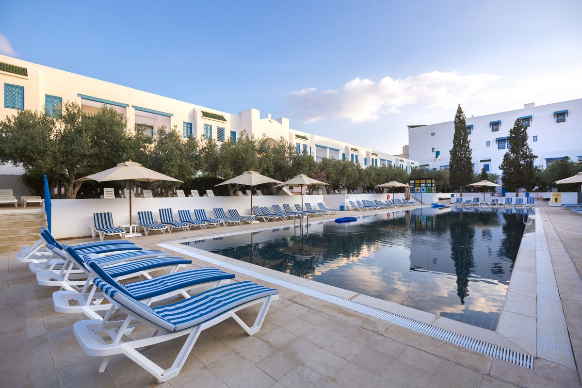 бассейн отеля Medina Diar Lemdina